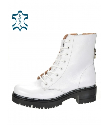 White leather workers 8157